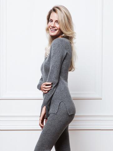 Product thumbnail of Ribbad V-ringad tröja by Petra Tungården